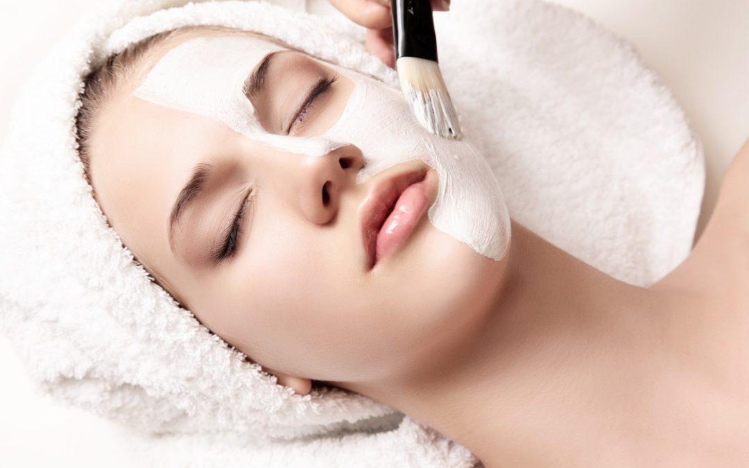 Pulizia del viso: L'importanza dell'analisi della pelle
